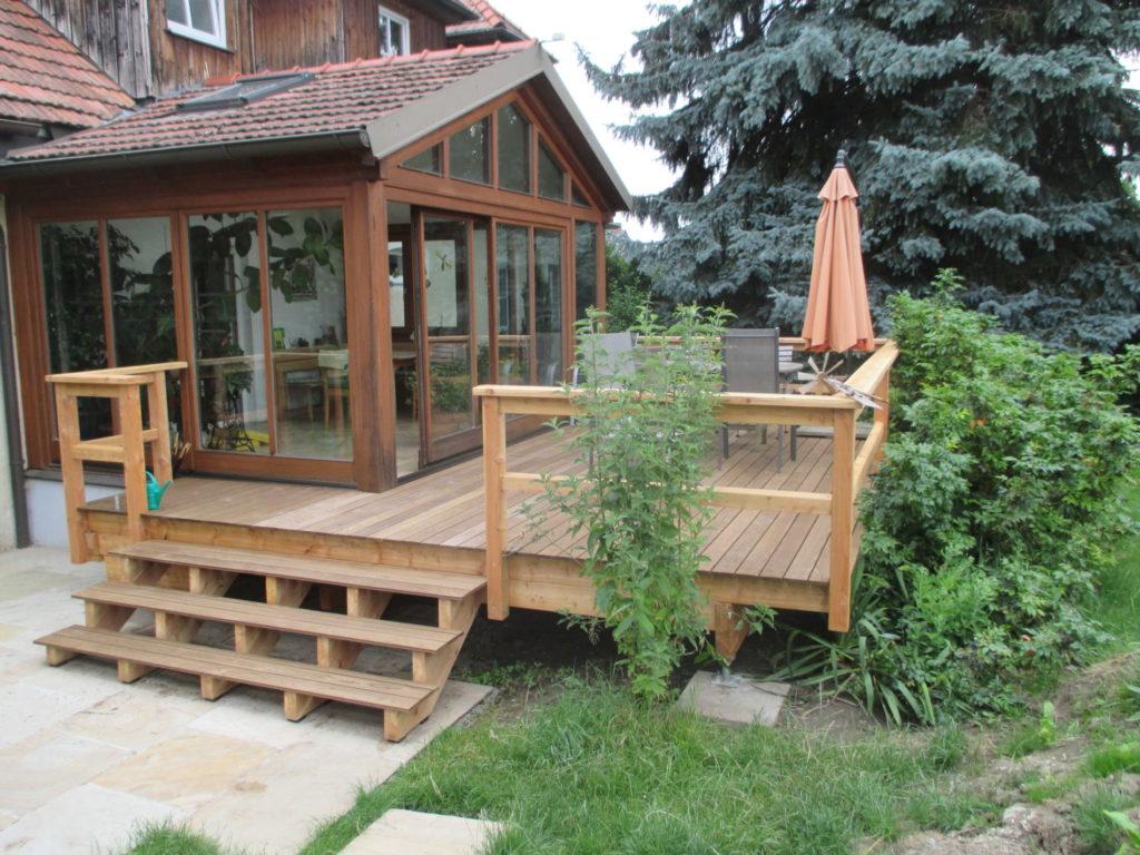 Terrasse mit Geländer und Stiege- Fam. Bogner